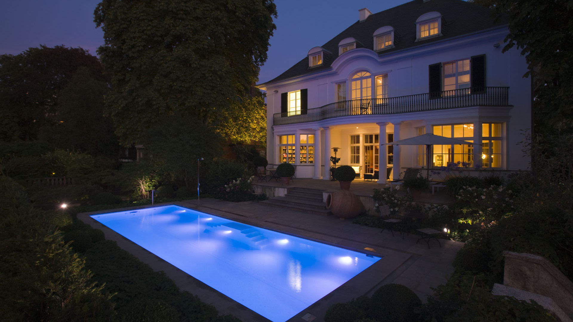 beautiful swimmingpool bauen lassen gallery. Black Bedroom Furniture Sets. Home Design Ideas